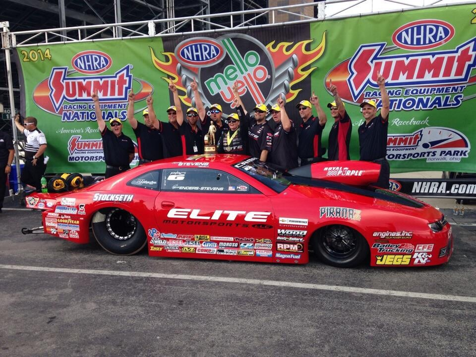 Enders-Stevens and her Elite Motorsports team in the winner's circle at Norwalk